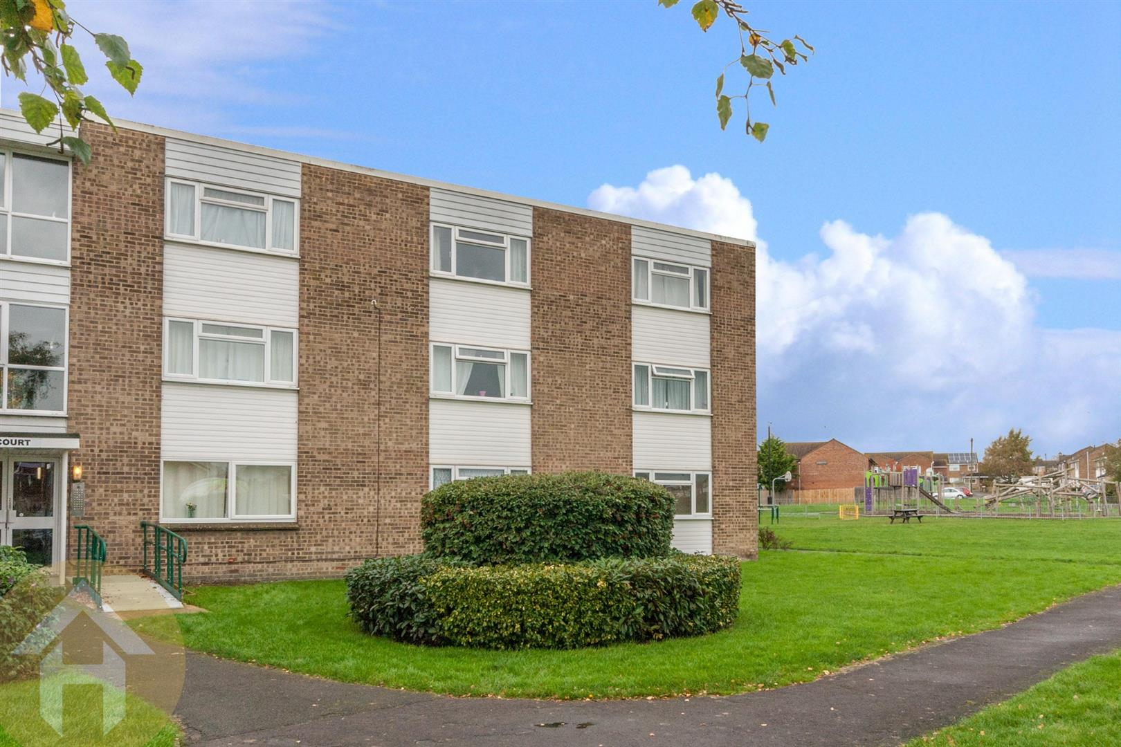 1 Bedroom Studio Flat for sale in Marlborough Court, Royal Wootton Bassett, Swindon